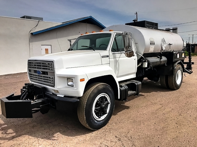 1995 Ford F Series with 1,500 Gallon Etnyre Distributor/ Spreader