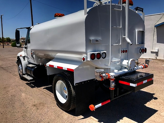 2005 International Model 4400 4x2 With New Maverick 2,500 Gallon Water System