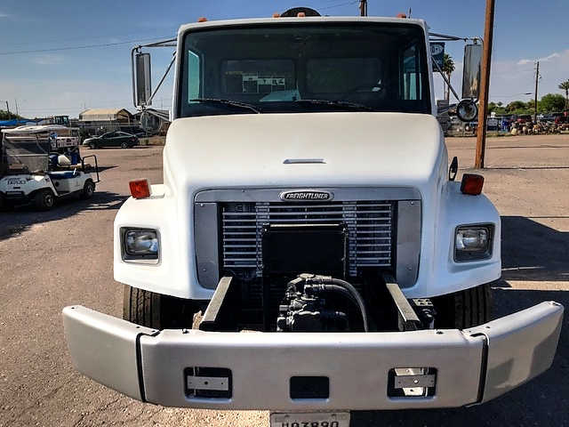 2001 Freightliner FL-80 with 2,000 Gallon Rosco Distributor